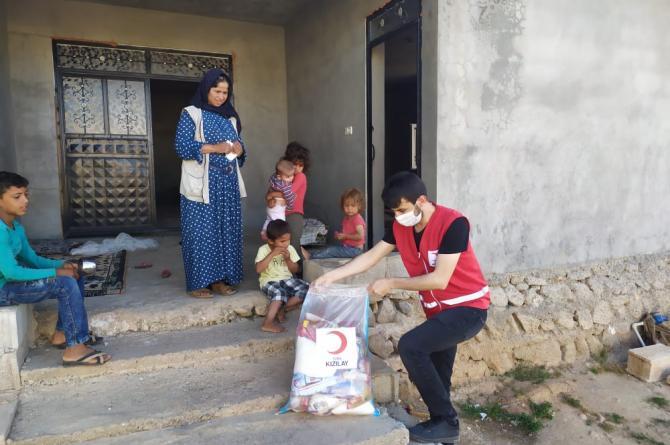 Şanlıurfa'da Kızılay İhtiyaç Sahibi Aileleri Yalnız Bırakmıyor