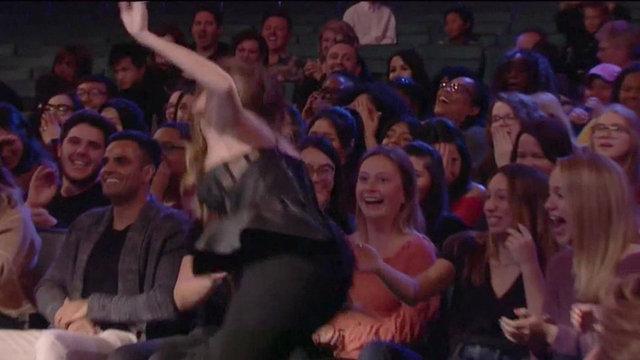 Sofia Vergara Seyircilerin Arasına Düştü