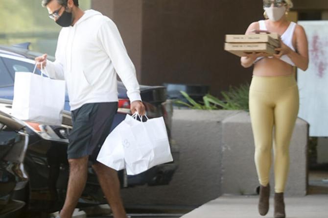 Lady Gaga Sevgilisiyle Pizzacıda