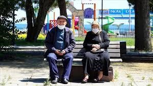 65 yaş üstü için uygulanan sokağa çıkma kısıtlaması ne zaman bitecek? Bakan Koca o tarihi işaret etti