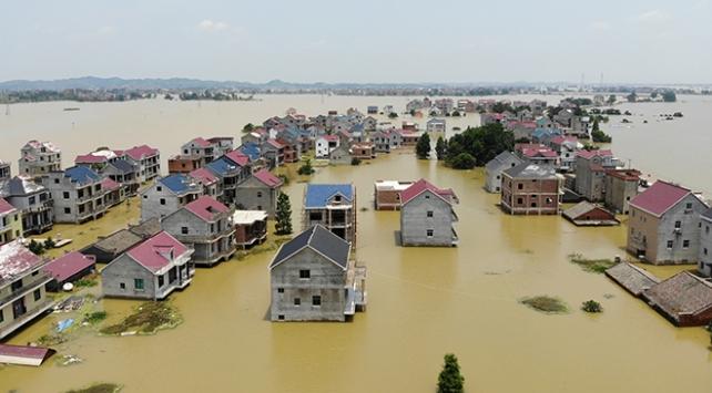 Çin'de sel felaketi milyonlarca kişiyi etkiledi
