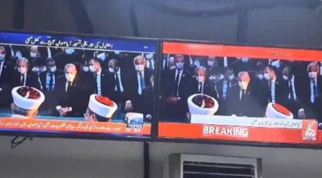 Ayasofya'da cuma namazı, Pakistan haber kanallarında canlı yayınlandı
