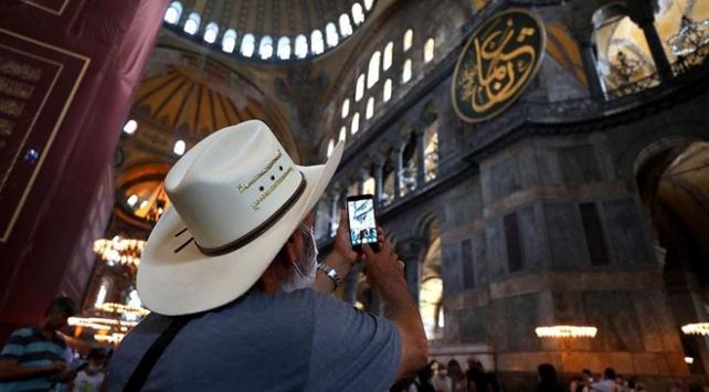 Ayasofya Camii'ne yerli ve yabancı turist akını
