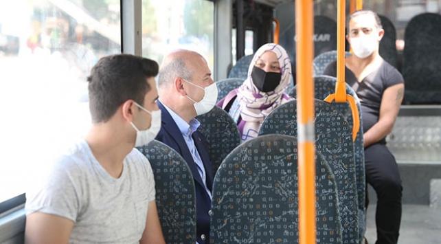 Bakan Soylu halk otobüsüne binerek vatandaşları uyardı