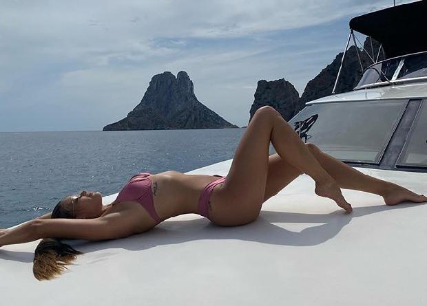 Ronaldo'nun eski sevgilisinden tekne pozu