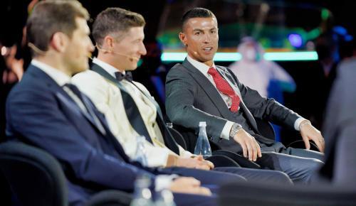 Yüzyılın futbolcusu Ronaldo!