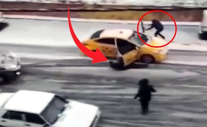 İstanbul'un göbeğinden! Taksiyi kapısını tutarak durdurmaya çalıştı, yolcu son anda kurtuldu
