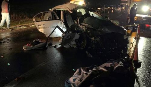 Kafa kafaya çarpıştığı feci kazada 2 kişi öldü, 2'si ağır 10 kişi yaralandı